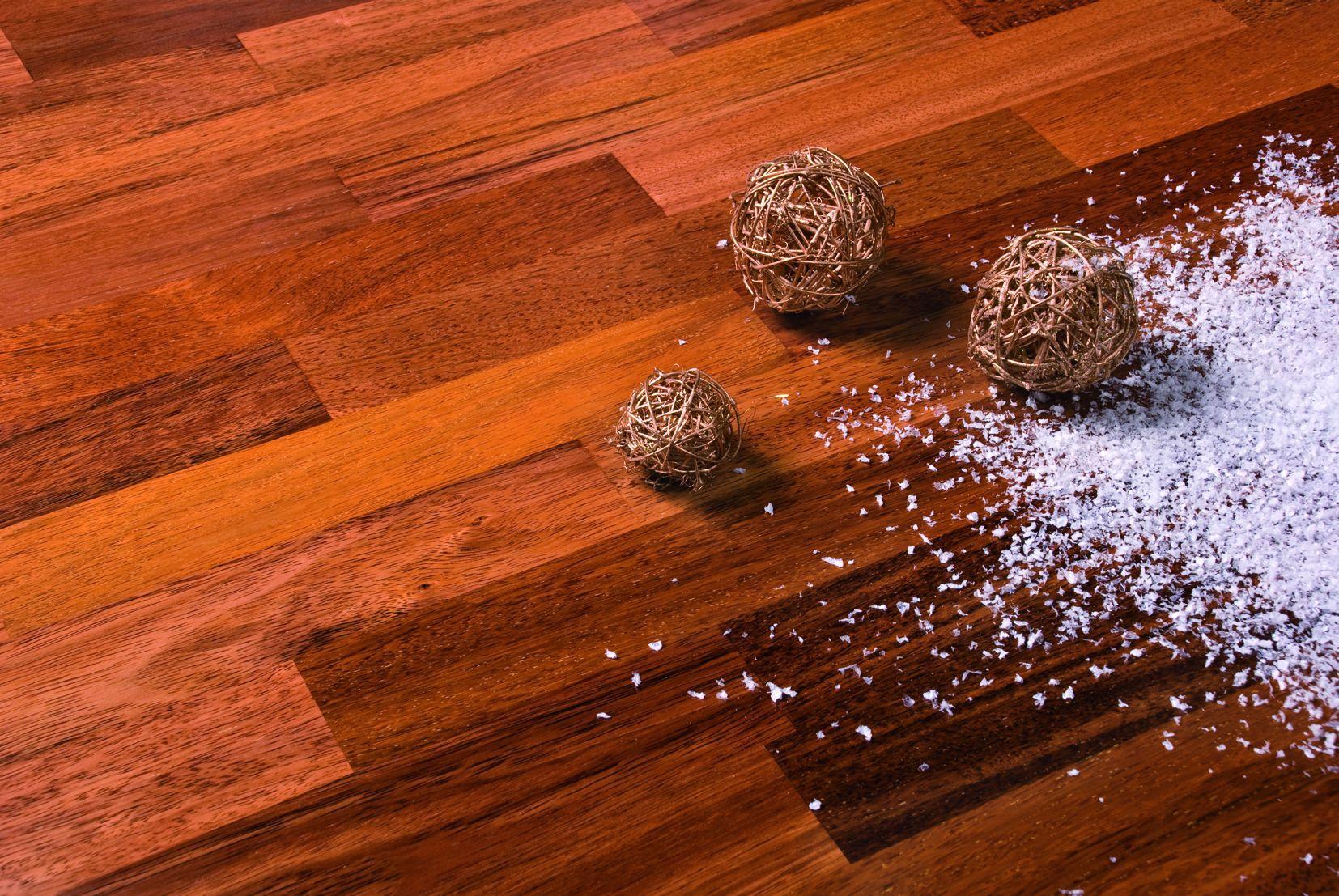 Lakierowana podłoga drewniana na lata