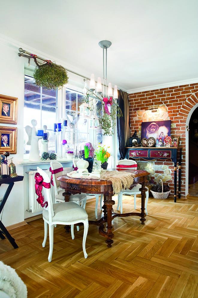 Cień Hiszpanii - tradycyjny dom pełen pamiątek i bibelotów