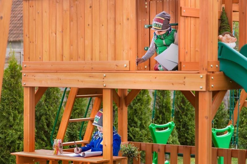 Bezpieczne place zabaw z drewna cedrowego