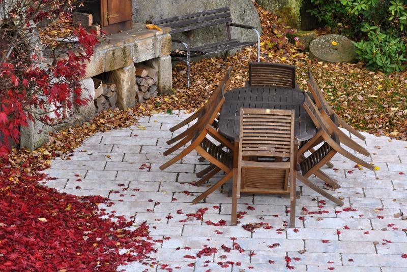 Jak dbać o otoczenie domu jesienią