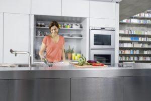 SC_big_round_brush_kitchen_app_1-76573-300DPI
