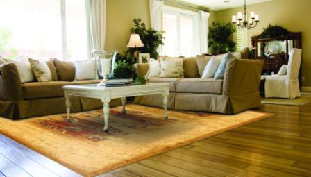 Klasyczny salon z nowoczesnym dywanem i odwrotnie