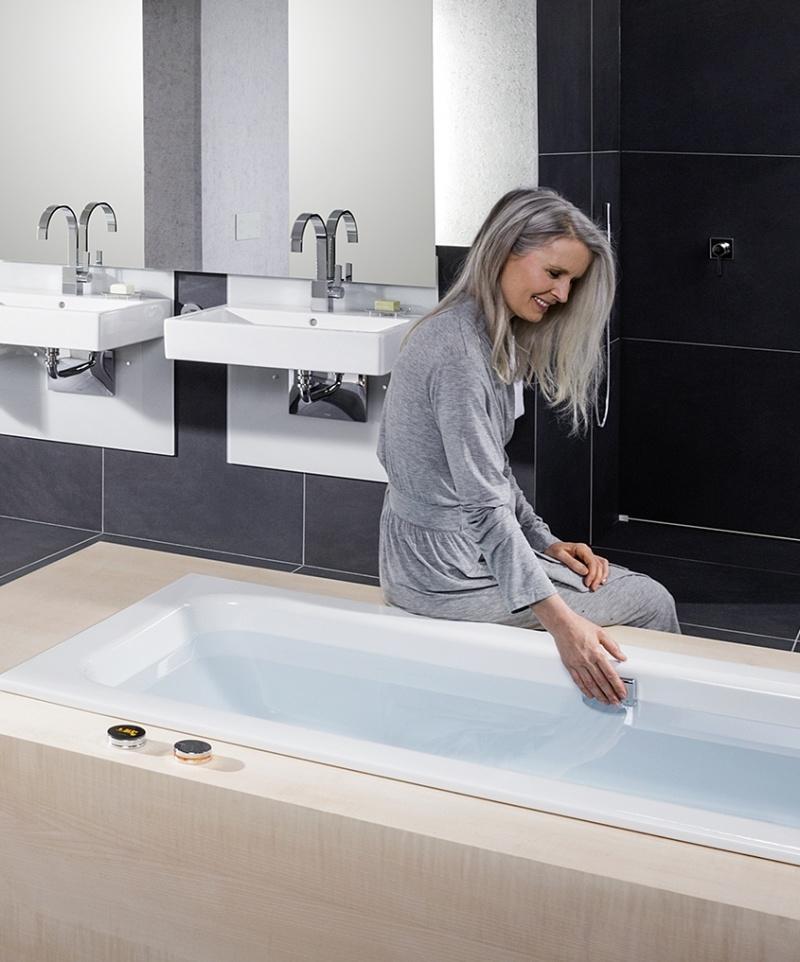 Łazienka przystosowana do indywidualnych potrzeb. Regulacja wysokości umywalki i miski ustępowej za pomocą przycisku