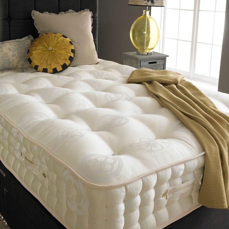 Łóżka z angielskich sypialni