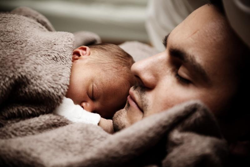 Od niemowlęcia aż do dorosłego - jak kształtują się potrzeby senne, czego wymaga organizm śpiącego?