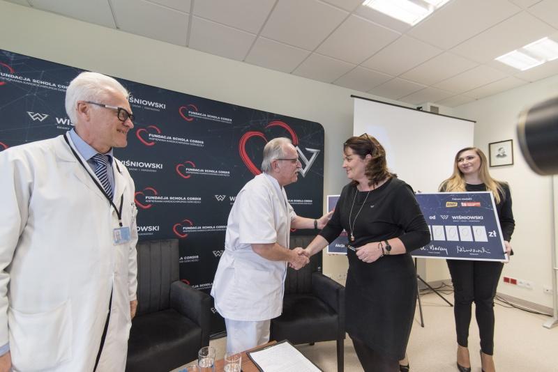Pół miliona złotych od firmy WIŚNIOWSKI na ratowanie życia dzieci