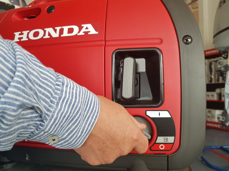 agregat-Honda-EU-22i_zawor-paliwa