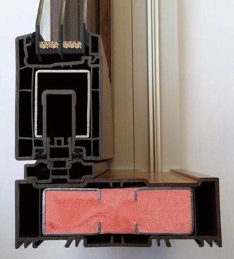 Przesuń akcent na drzwi – trzy systemy drzwi podnoszono-przesuwnych od QDS24
