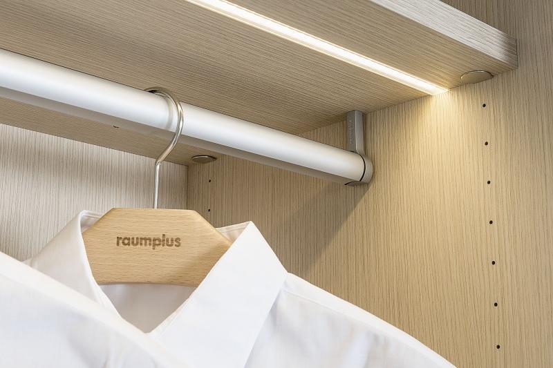raumplus  - klasycznie otwierana szafa Turn