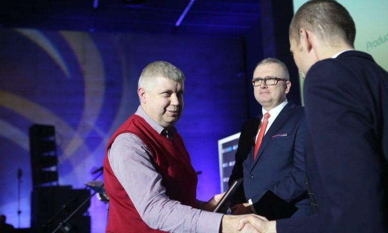 Michał Pesta odbiera nagrodę Firma Roku