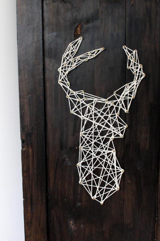 Renifer sznurkiem malowany