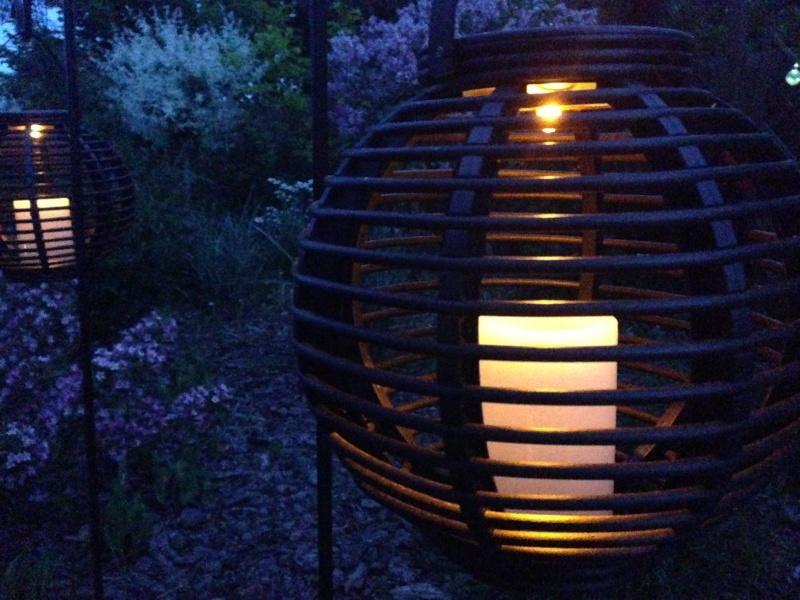 Światło tworzące klimat, czyli oświetlenie solarne w ogrodzie