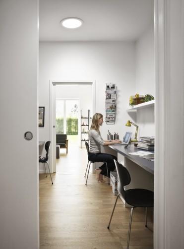 Wnętrza bez okien jasne przez całą dobę, a rachunki za prąd niższe