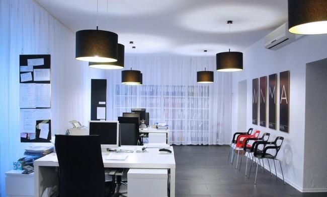 Fot. Wnętrza Biura Rachunkowego wDąbrowie Górniczej wraz zCI autorstwa Anny Urbańskiej orazmusk collective design